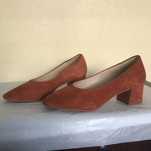 Low heeled suede shoes. Zara size 40
